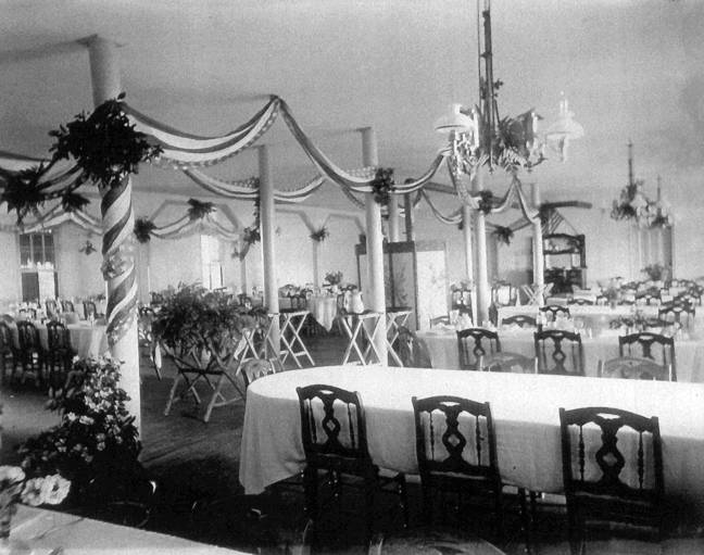 cliff house dining room | Inside the Hotel - Dining room at Cliff House. Decorated ...